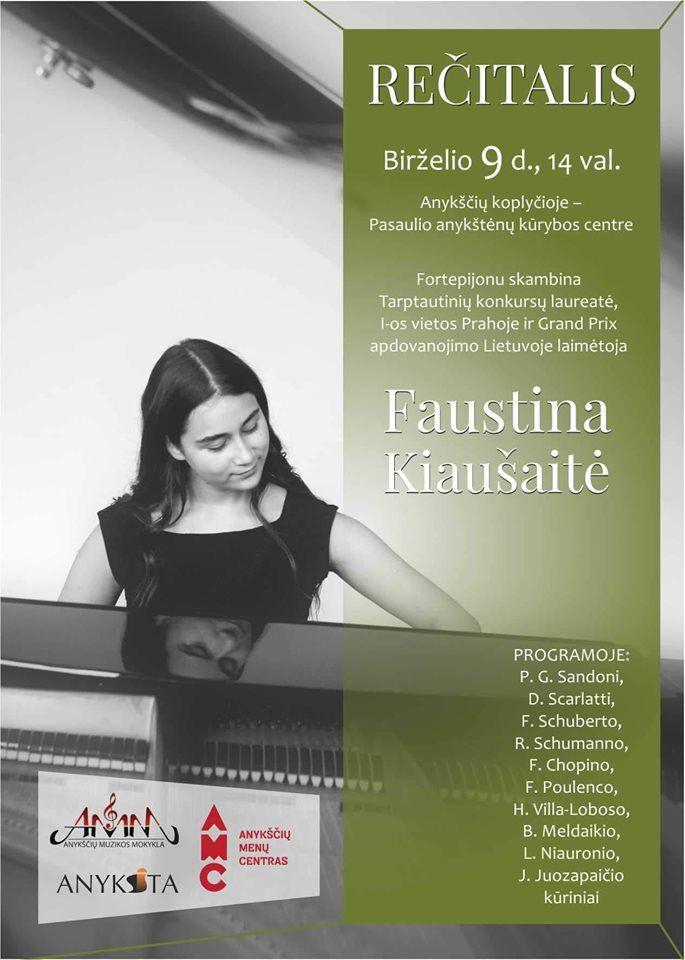 Fortepijonu skambina Faustina Kiaušaitė