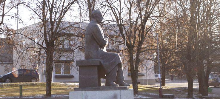 Antano Vienuolio-Žukausko paminklas