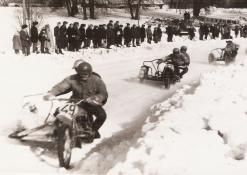 Lenktyniauja motociklininkai