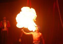 Ugnies fakyro pasirodymas