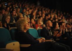 Publika, priekyje Dijana Petrokaitė