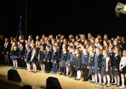 Antano Vienuolio mokyklos mokytojai ir mokyniai