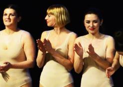 Aktorių nusilenkimas po spektaklio