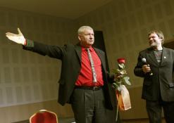 Kultūros premijos laureatas Žilvinas Pranas Smalskas ir renginio vedėjas Tautvydas Kontrimavičius