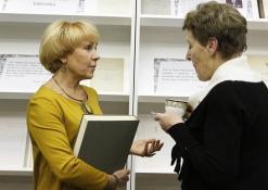 Audronė Berezauskienė bendrauja su svečiais