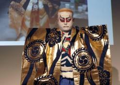 Takamasa Fudžima su teatro kostiumu