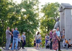 Vyskupo A. Baranausko paminklas - Publika