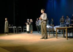 """2018 10 18 - Nacionalinės dramaturgijos festivalis """"Pakeleivingi"""" (2018) - Juozo Miltinio dramos teatras """"Rūkas virš slėnių"""""""