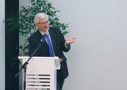 """2018 11 08 - Diskusija su prof. dr. Boguslavu Gruževskiu tema """"Socialinis jautrumas: šelpti ar investuoti?"""""""