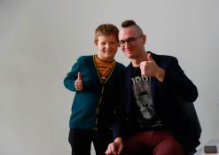 Rašytojas Tomas Dirgėla su vaikais