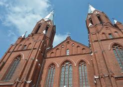Anykščių Šv. Mato bažnyčios bokštai - Liepos mėnuo