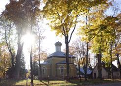 Šventojo Aleksandro Neviškio cerkvė rudenį
