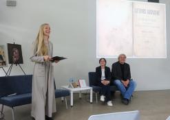 Renginio vedėja Indrė Ruškaitė su istorikais Anželika ir Rimvydu Laužikais