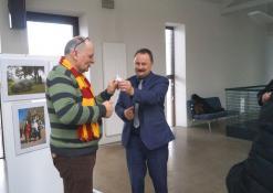Anykščių rajono meras Sigutis Obelevičius sveikina Raimondą Guobį