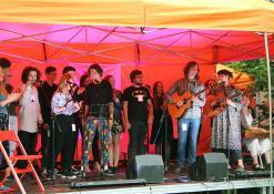 Jaunųjų dainų autorių stovyklos dalyviai