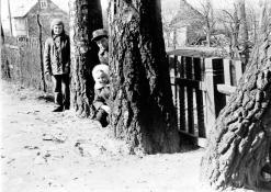 Vaikai istorinėje Baranauskų sodyboje