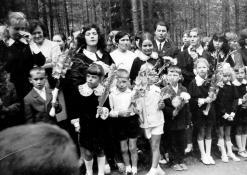 Mokiniai Rugsėjo 1-ąją prie J. Biliūno kapo