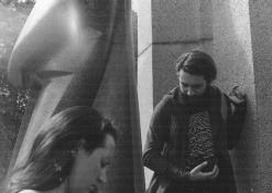 Edvinas Gogelis ir Eglė Kaladytė prie A. Baranausko skulptūros