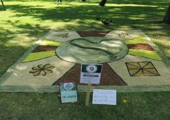 """Labdaros fondo """"Burbiškio Bendruomenės centras"""" floristinis kilimas"""