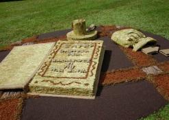 Šventės akimirka - floristinių kilimų pynimas