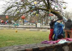 Velykų proga Naujų vėjų bendruomenė papuošė miestą - 2015 m. balandžio 4 d.