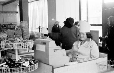 """Fotokonkursas """"Anykščiai ir apylinkės"""" (1977) - Parduotuvė """"VORUTA"""""""