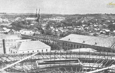 """Fotokonkursas """"Anykščiai ir apylinkės"""" (1959) - Kyla veltinių fabriko SPARTAKAS korpusai"""