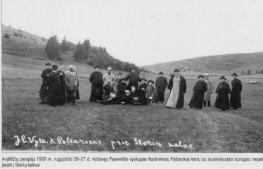 """Fotokonkursas """"Anykščiai ir apylinkės"""" (1930) - Kazimieras Paltarokas su kunigais"""
