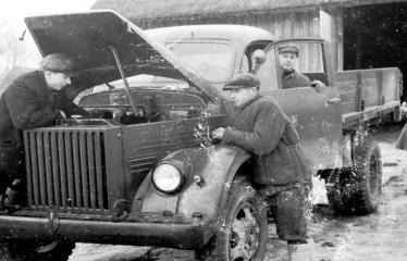 """Fotokonkursas """"Anykščiai ir apylinkės"""" (1954) - Darbininkai"""