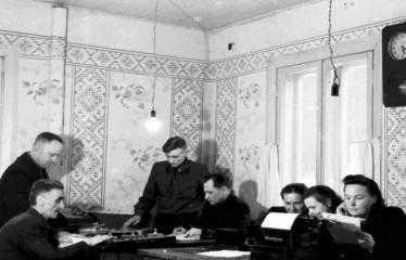 """Fotokonkursas """"Anykščiai ir apylinkės"""" (1954) - Darbo diena"""