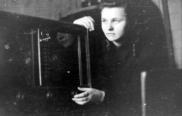 """Fotokonkursas """"Anykščiai ir apylinkės"""" (1954) - Mergina"""