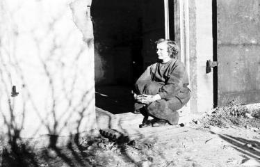 """Fotokonkursas """"Anykščiai ir apylinkės"""" (1957) - Spaustuvininkė Eugenija Dūdienė"""