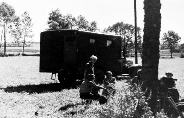 """Fotokonkursas """"Anykščiai ir apylinkės"""" (1957) - """"Žydrojo horizonto"""" filmavimo aikštelėje"""