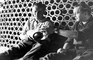 """Fotokonkursas """"Anykščiai ir apylinkės"""" (1957) - Rubikių plytinės darbininkai"""