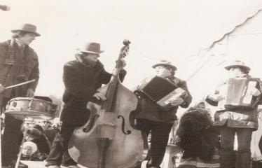 """2-oji Respublikinė tradicinės kultūros ir žirgų sporto žiemos šventė """"Bėk bėk, žirgeli!"""" (1979) - Šventės muzikantai"""