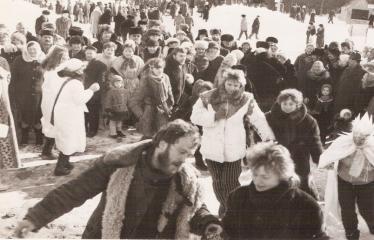 """2-oji Respublikinė tradicinės kultūros ir žirgų sporto žiemos šventė """"Bėk bėk, žirgeli!"""" (1979) - Pirmas iš kairės - Anykščių kultūros rūmų režisierius Raimondas Šilanskas"""