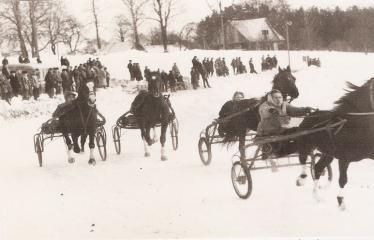 """2-oji Respublikinė tradicinės kultūros ir žirgų sporto žiemos šventė """"Bėk bėk, žirgeli!"""" (1979) - Žirgų lenktynės"""