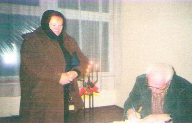 Susitikimas su rašytoju Kęstučiu Arlausku - Autografai skaitytojams