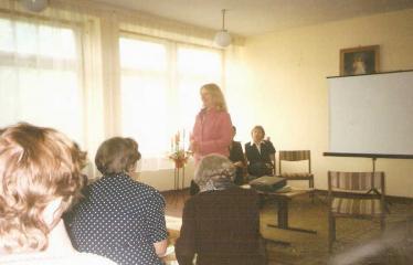 """Fotokonkursas """"Anykščiai ir apylinkės"""" (2006) - Naujųjų Elmininkų kaimo bendruomenėje lankosi aktorė Vaiva Mainelytė"""