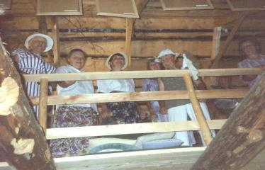 """Fotokonkursas """"Anykščiai ir apylinkės"""" (2006) - Naujųjų Elmininkų kaimo bendruomenė. Laumės klėtis / Variaus atodanga"""