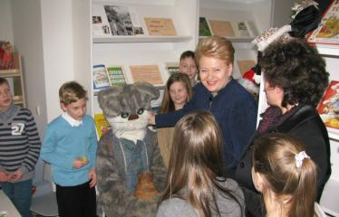 Oficialios Anykščių L. ir S. Didžiulių Viešosios bibliotekos atidarymo iškilmės - D. Grybauskaitė bendrauja su mokiniais