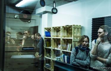 """Fotokonkursas """"Anykščiai ir apylinkės"""" (2015) - Garso įrašų studijos """"Įdėjų LABAS"""" atidarymas Aykščių rajono savivaldybės L. ir S. Didžiulių viešojoje bibliotekoje"""