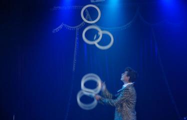 """""""AMBER CIRKAS"""" - Pirmoji diena - Žonglieriaus pasirodymas"""