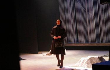 """Nacionalinės dramaturgijos festivalis """"Pakeleivingi″ (2016) - Rolandas Kazlas """"Atrask mane"""" - Aktorė Sigita Milakauskaitė"""