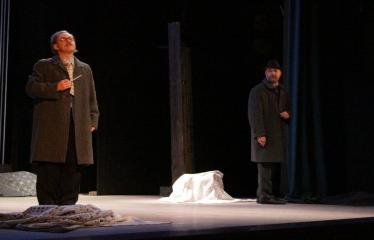 """Nacionalinės dramaturgijos festivalis """"Pakeleivingi″ (2016) - Rolandas Kazlas """"Atrask mane"""" - Aktoriai Karolis Deivis Serapinas ir Arnoldas Jalianiauskas"""