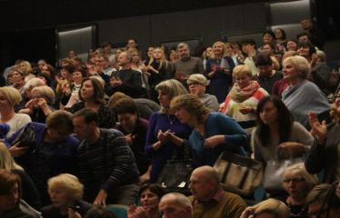 """Nacionalinės dramaturgijos festivalis """"Pakeleivingi″ (2016) - Agnė Dilytė """"Korektūros klaida"""" - Publika"""