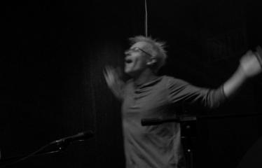 """Festivalis """"Purpurinis vakaras"""" (2016) - Didysis festivalio pabaigos koncertas - Gražiausios spektaklių dainos - TEN SENELIAI JAUNI - Andrius Kaniava"""