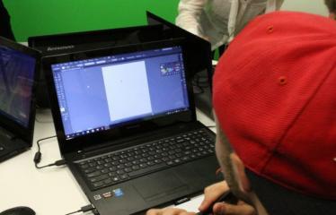 Idėjų Labo grafinio dizaino studijos atidarymas - Renginio svečiai išbando naują techniką