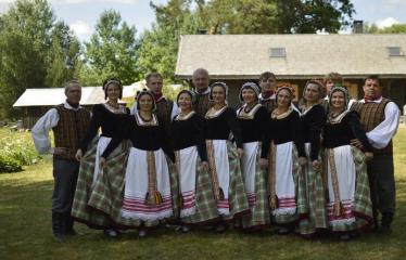 """37-oji Respublikinė tradicinės kultūros ir žirgų sporto šventė """"Bėk bėk, žirgeli!"""" (2016) - Etnografinių šokių ansamblis"""