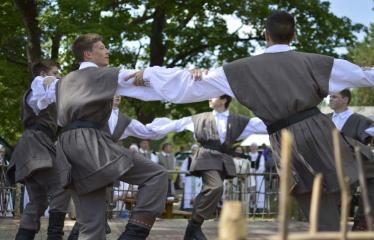 """37-oji Respublikinė tradicinės kultūros ir žirgų sporto šventė """"Bėk bėk, žirgeli!"""" (2016) - Etnografinių ansamblių pasirodymas"""